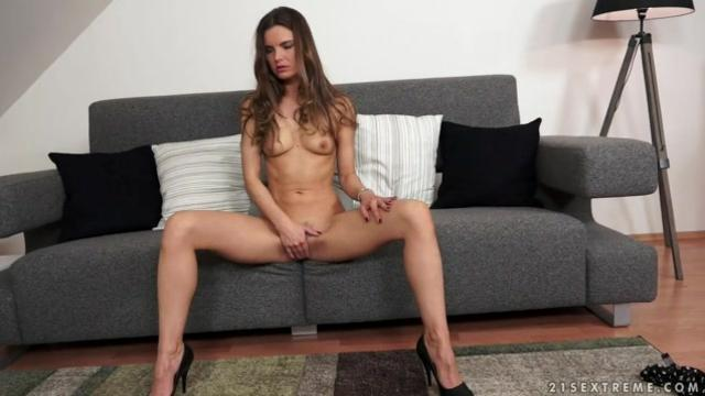 Going solo with gorgeous Suzie Carina