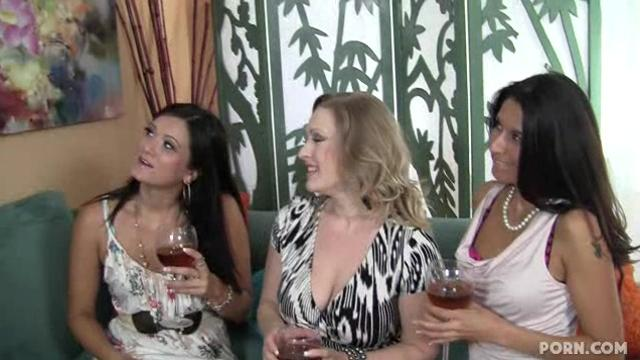 three milfs sharing a fat cock HD