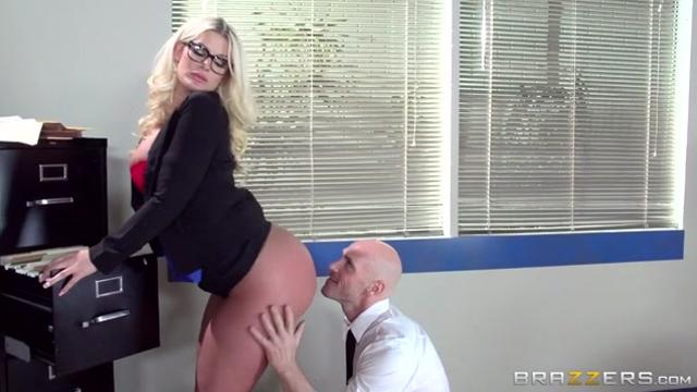 Julie Cash On The Cock While On The Clock (2015)