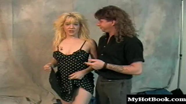 Mia Honey is mature, blonde and an amateur who really wants to get