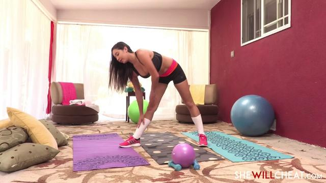 Hotwife Karlee Grey gets stretched out by the