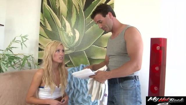 Blonde Victoria White lets screw her completely shaved snatch